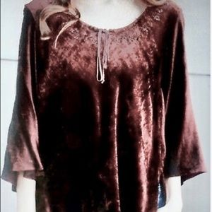Angie velvet beaded top M